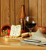 Still life with wine and cheese — Stock Photo