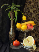Still life with vase and fruit — Foto de Stock