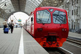 Persontåg är på plattformen — Stockfoto