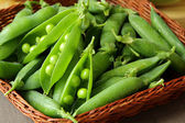 Peas in pods — Stockfoto