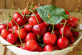 Ripe cherries in a bowl — Stock Photo