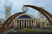 The station building in Kharkiv and the station square — ストック写真
