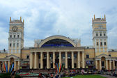The station building in Kharkiv and the station square — Stock Photo
