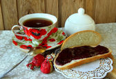 Cup of tea and bread with jam — Stock Photo