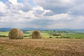 Hay Bales on Tuscan Landscape — Stock Photo