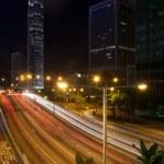 Streaks of light from traffic outside skyscraper — Stock Photo