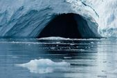 Close-up of cave in Arctic ice cliff — Stock Photo
