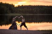 Deux coeurs sur coucher de soleil — Photo