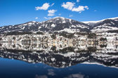 Lake Millstatt, City Mountain Blue Sky Reflection In Winter — Stock Photo