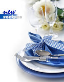 Table setting with blue dinner set — Stockfoto