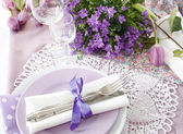 Table setting in purple color — Stock Photo