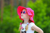 Emotion pretty girl in pink hat — Stock Photo