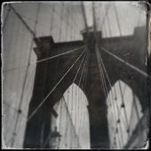 Brooklyn Bridge in Retro Photo - New York — Stock Photo