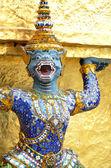 Démon ochránce na wat phra kaew, bangkok — Stock fotografie