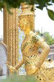Statue dorée kinnari wat pra kaew, bangkok — Photo