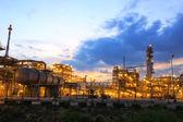 Petrochemical plant in twilight time — Fotografia Stock