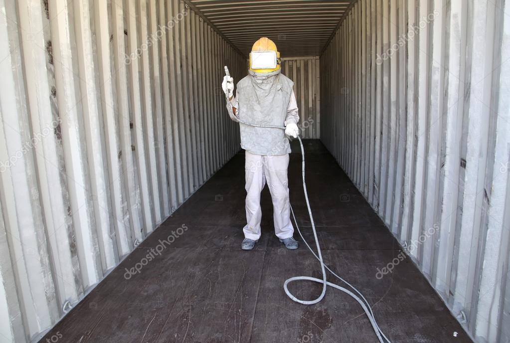 arbeiter vorbereiten spray malerei farbe innen wand container box st stockfoto kamonrat. Black Bedroom Furniture Sets. Home Design Ideas