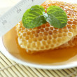 Sweet honeycombs with mint leaf — Stok Fotoğraf #41171029