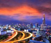 бангкок город день вид с основным движением в сумерках — Стоковое фото