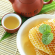 Foto Stock: Sweet honeycombs with te