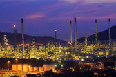 Gas storage spheres tank in petrochemical plant at night  — Stok fotoğraf