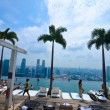 SINGAPORE - JULY 12 : Swimming pool of the Marina Bay Sands on July 12 , 2012 in Singapore — Zdjęcie stockowe