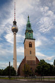 St. Mary's Church and TV Tower in Berlin — Zdjęcie stockowe