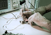 Testing of electronic components with oscilloscope — Stock Photo