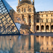 Pyramids and the Luvre reflected in fountain — Stok fotoğraf