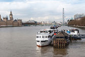 London, boats on Thames river — Stockfoto