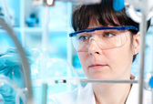 Young scientist works in the lab — Foto Stock
