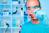 Scientist holds experimental samples — Stock Photo