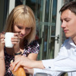 Young couple in outdoor cafe — Stockfoto