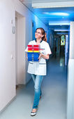Young scientist walks down the corridor — Stockfoto