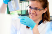 Scientist loads samples for DNA analysis — Stock Photo
