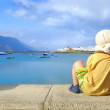 Little boy watching harbor iin Caleta, Graciosa, Canaries — Foto Stock