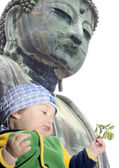 Baby boy near Great Buddah statue in Kamakura, Japan — Stock Photo