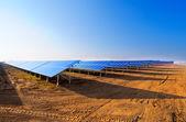 Paneli słonecznych do produkcji energii — Zdjęcie stockowe