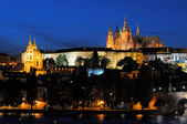 Evening view of Prague Castle and Charles Bridge — Stock Photo