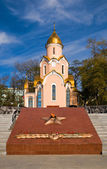 Orthodox chapel and Eternal Fire memorial in Vladivostok — Stock Photo