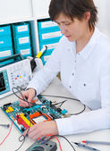Tech repairs electronic equipment — Stock Photo