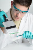 Young biologist sets up PCR reaction — 图库照片