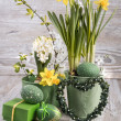 Easter composition with eggs and daffodils — Stock Photo