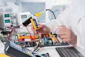 Repairman fixes electronic equipment — Stock Photo