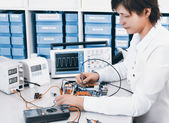 Tech tests electronic equipment — Stock Photo