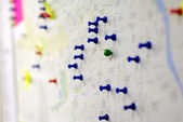 Coloful pins on the map — Stock Photo