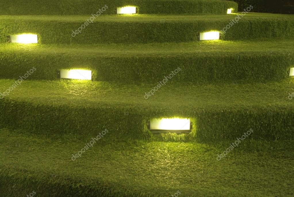 Kunstrasen treppe dekoration mit beleuchtung stockfoto for Js innendekoration