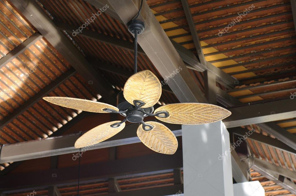 Ventilateur de plafond de style colonial photographie glowonconcept 4279 - Ventilateur de plafond colonial ...