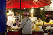 Night street food vendor in Thailand — Stock Photo
