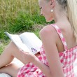 Young woman reading a magazine — Stock Photo